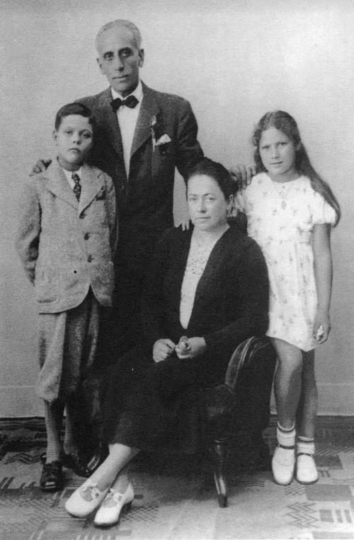 Rodinný snímek předstěhováním zPrahy, léto 1939