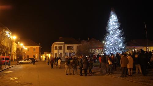 Advent - rozsvícení stromu na náměstí 1.12.2019