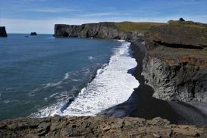 Island - černá pláž u poloostrova Dyrhólaey poblíž městečka Vík, Alice Vachtová