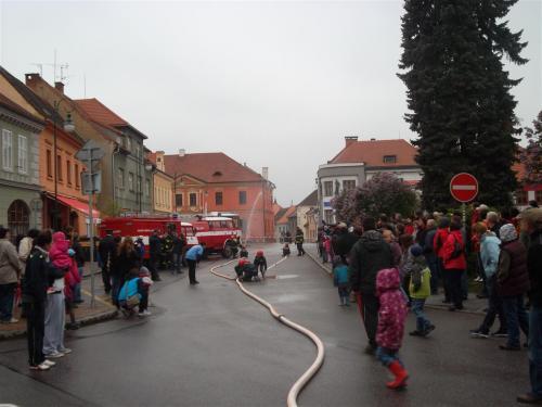 Ukázka požárního útoku mladých hasičů SDH Netolice